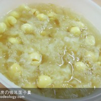 White Fungus Soup with Lotus Seeds