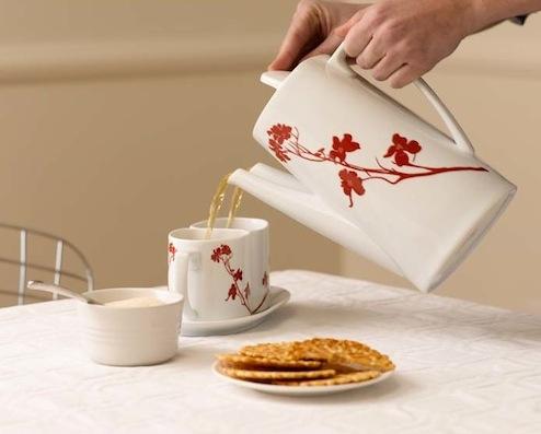 couple teapot