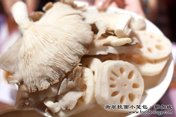 Mushroom-and-lotus_Crystal-Jade