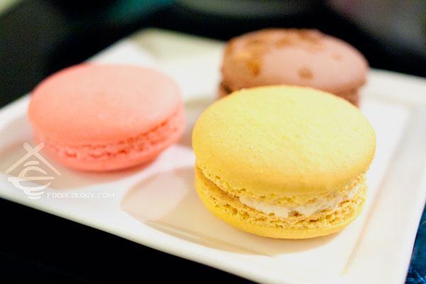 Macaron_Canele