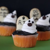 graveyard-ghost-cupcakes from love from the oven