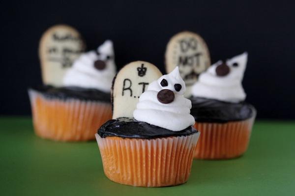 graveyard-ghost-cupcakes