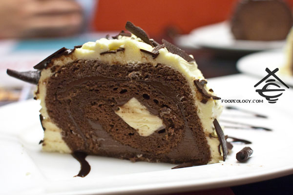 Divine-White-Chocolate-cheese-log-cake_nydc