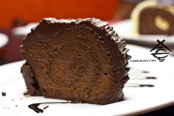 Yule-Love-It-Chocolate-Log-Cake_nydc