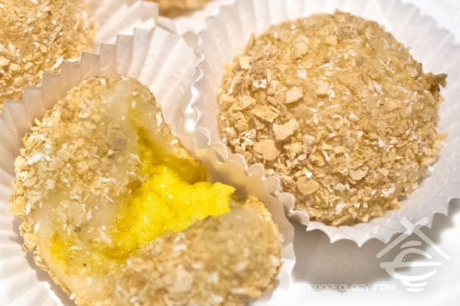 Custard-Glutinous-Rice-Ball-with-Grated-Oat_Canton-Paradise
