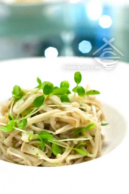 Spring-Sprouts-with-Enoki-Mushrooms_Putien