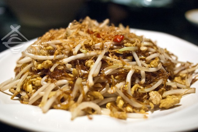 Wok-fried-Bean-Sprout-with-Vermicelli-and-Salted-Fish_Canton-Paradise