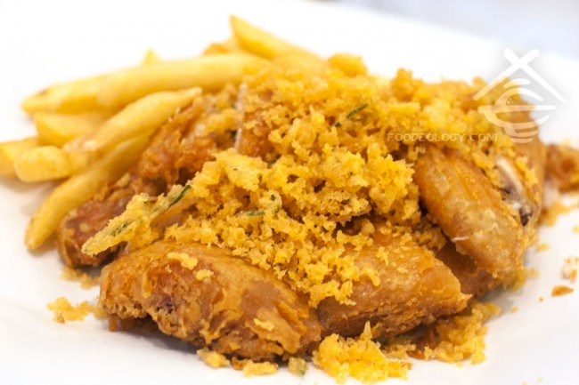 Deep-fried-Spring-Chicken-with-Fries-&-Lemongrass_C-Jade-HK-Cafe-IN