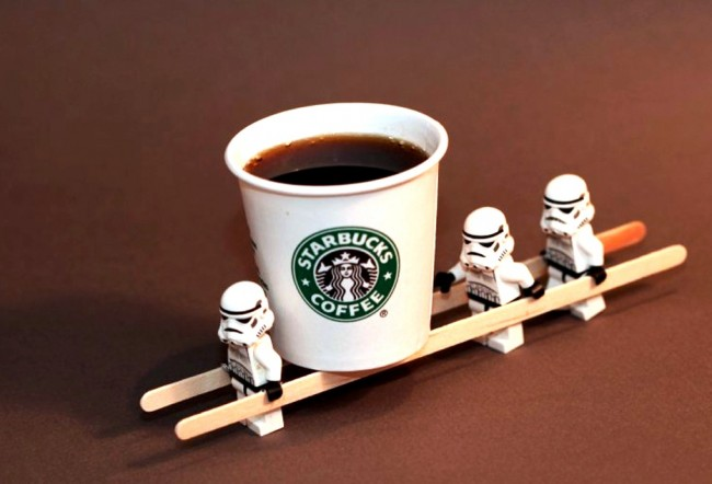 Starbucks_Coffee_Carrying_Lego_Stormtroopers
