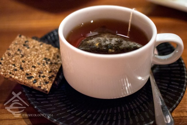 Yame-Tea-with-Goma-Cookie_Japanese-Dining-SUN