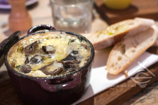 Baked-Eggs-with-Mushrooms_Hardware-Societe
