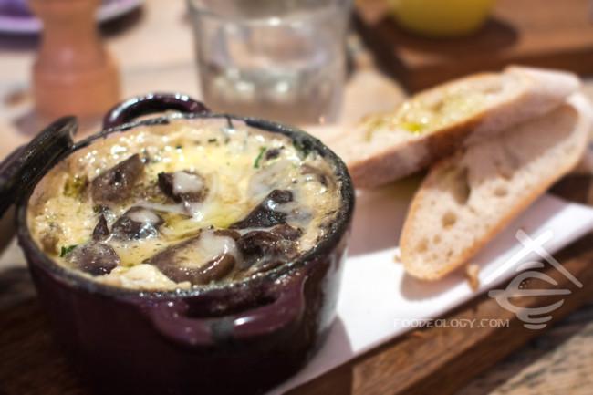 Baked-Eggs-with-Mushrooms_Hardware-Societe