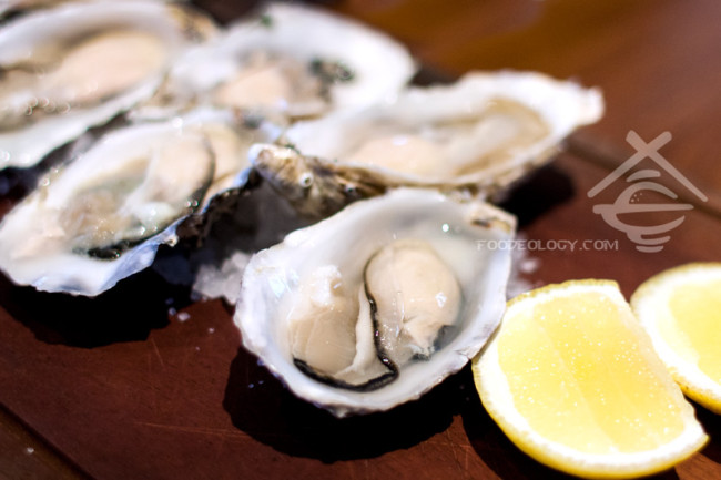 Freshly-shucked-Irish-oysters_Halia-Raffles