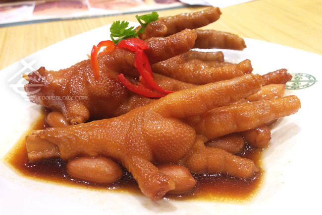 Steamed-Chicken-Feet-with-Abalone-Sauce_Tim-Ho-Wan