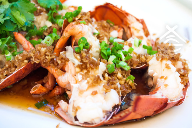 Boston-Lobster-Steamed-with-Deep-Fried-Garlic_JUMBO-Seafood