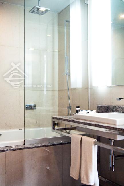 Master-Toilet_Quad-Suites-Silom