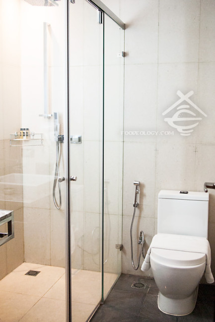 Second-Toilet_Quad-Suites-Silom