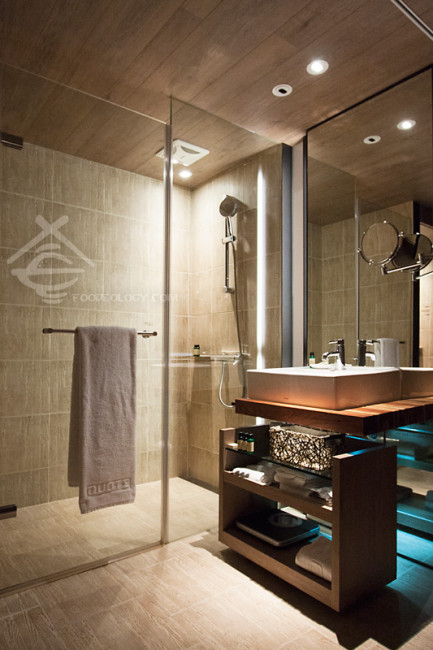 Shower-and-Sink_HOTEL-QUOTE-Taipei