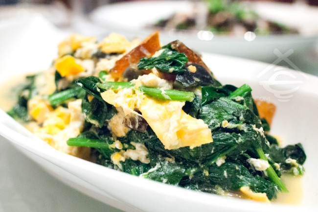 Poached-Spinach-with-Egg_Jade-Restaurant-Fullerton-Hotel