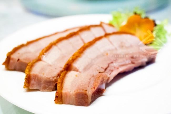 Roasted-Five-Spice-Crispy-Pork-Belly_Jade-Restaurant-Fullerton-Hotel