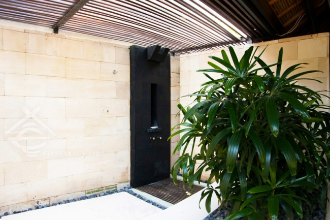 Single-Pavilion-Outdoor-Shower_The-Bale