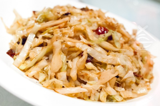 Wok-fried-Shredded-Cabbage-with-Dried-Shrimps-and-Chilli_Jade-Restaurant-Fullerton-Hotel