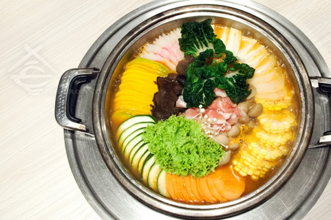 Korean-Imperial-Hotpot-with-Assorted-Vegetable-Top-View_Crystal-Jade-Korean-Ginseng-Chicken-and-BBQ