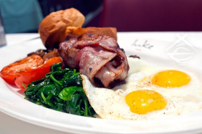 The-Full-Aussie-Breakfast-_Salt-Grill-and-Sky-Bar