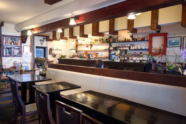 Windsor-Cafe-Inside_Jiu-Fen