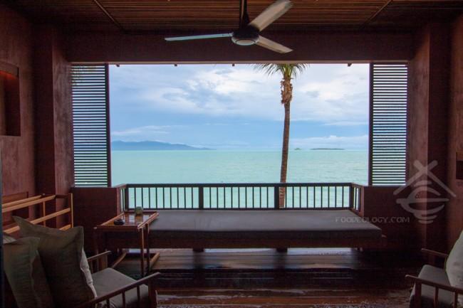 Beach Front-Balcony_Hansar-Samui