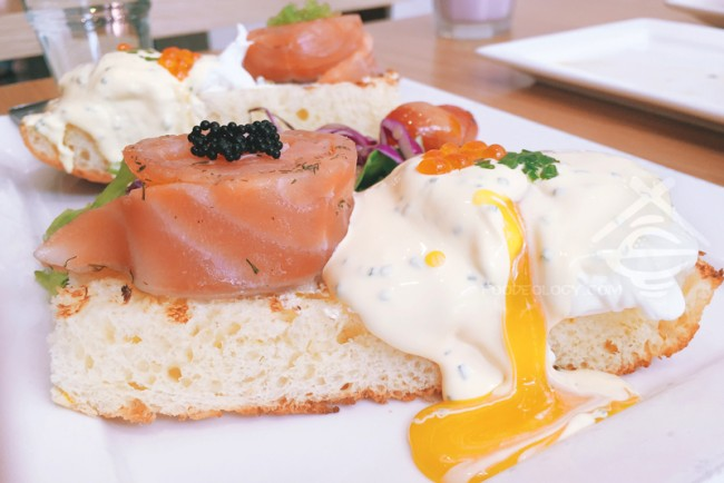Salmon-Gravlax-Eggs-Benedict_The-Missing-Pan