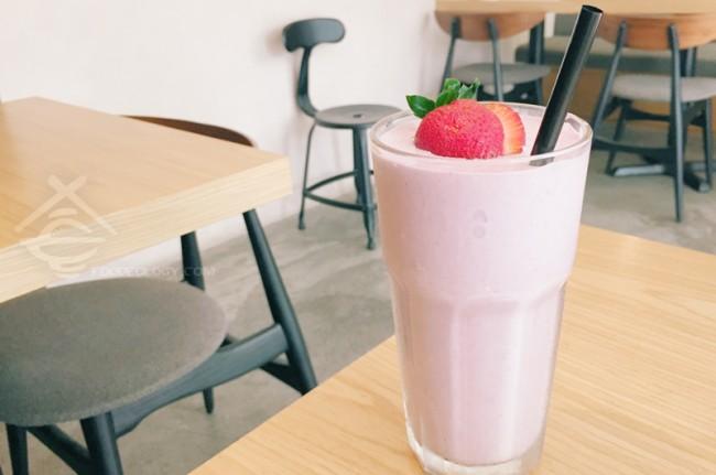 Triple-Berries-Milkshake_The-Missing-Pan